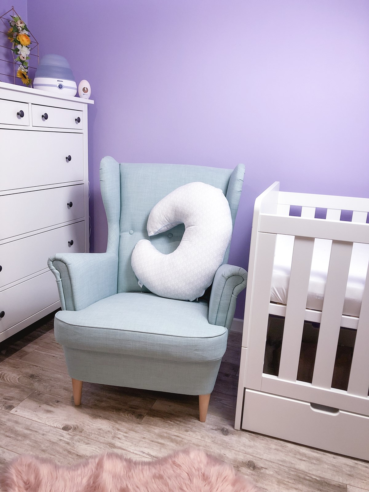 kącik z łóżeczkiem dla dziecka