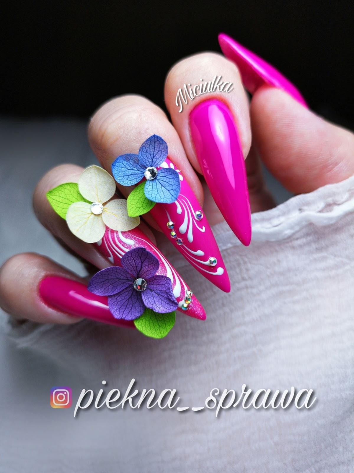 kwiatki na paznokciach inspiracje
