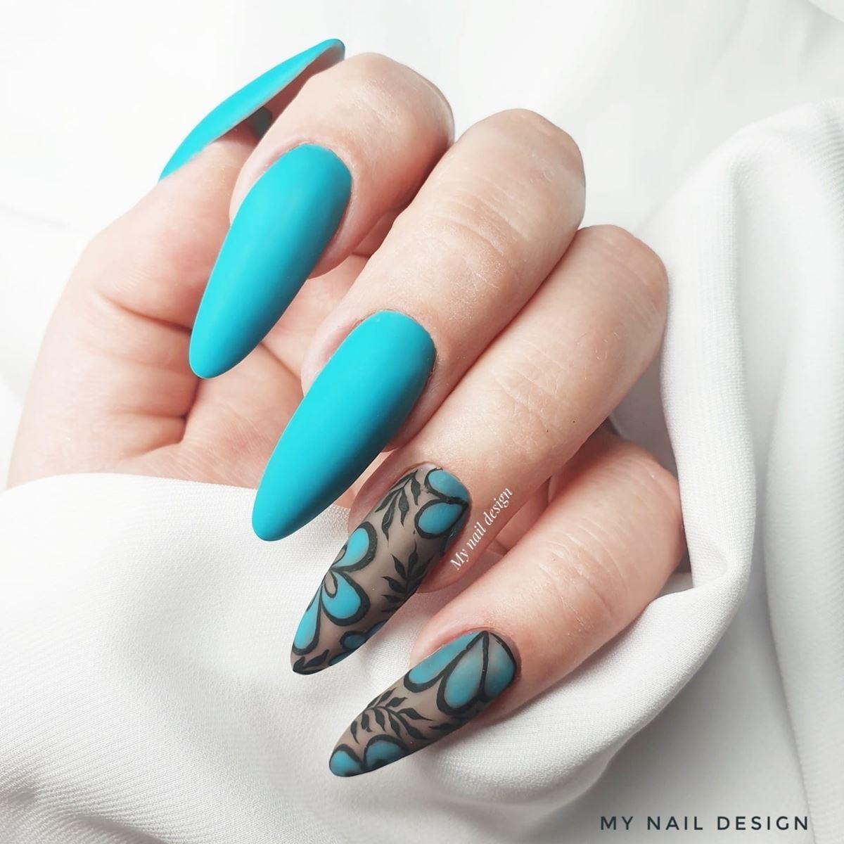 turkusowe paznokcie