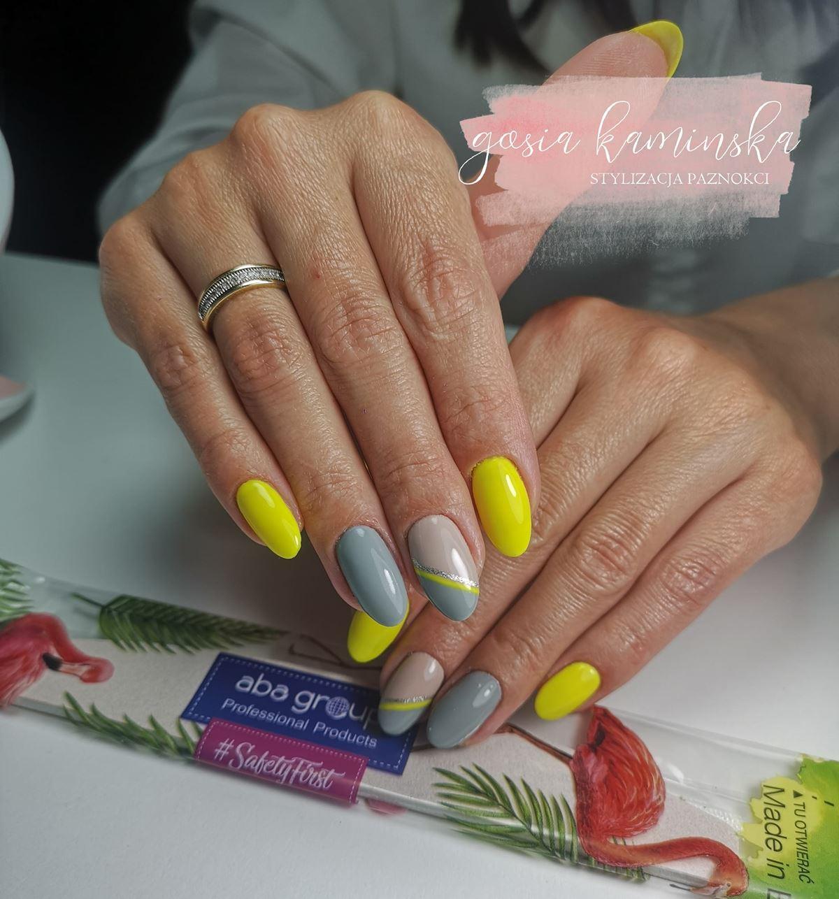 żółto szare paznokcie