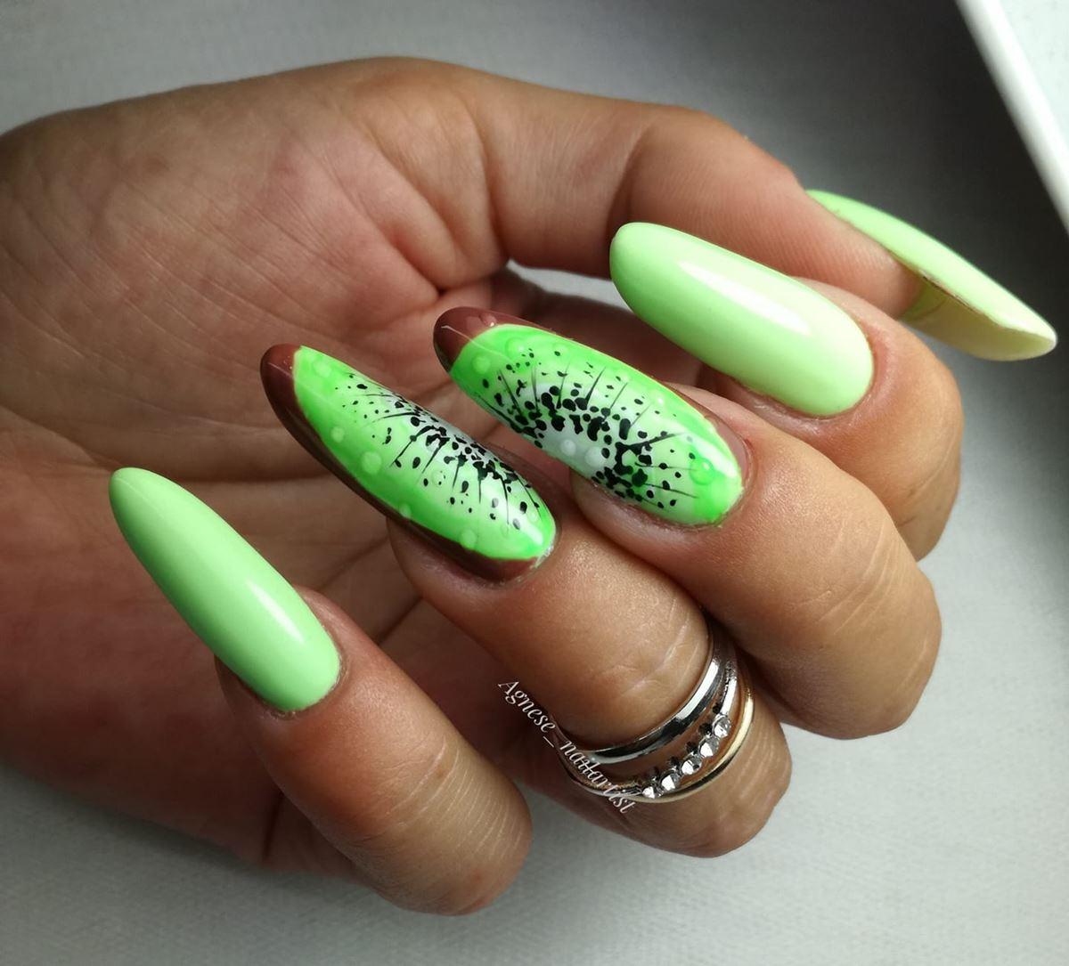 kiwi na paznokciach