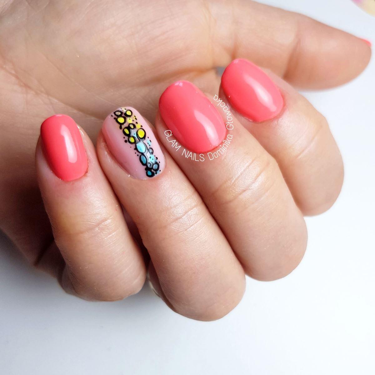neonowe krókie paznokcie