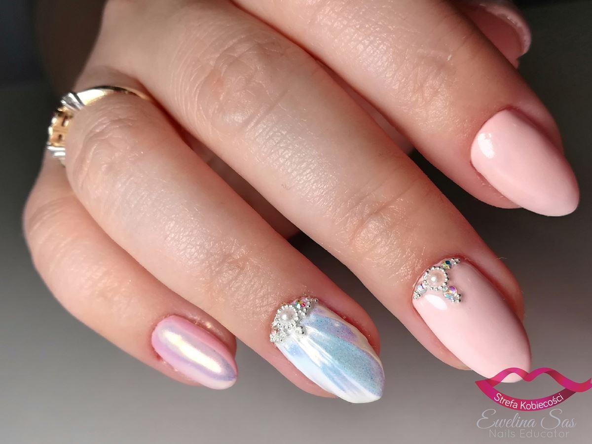neonowy proszek na paznokciach