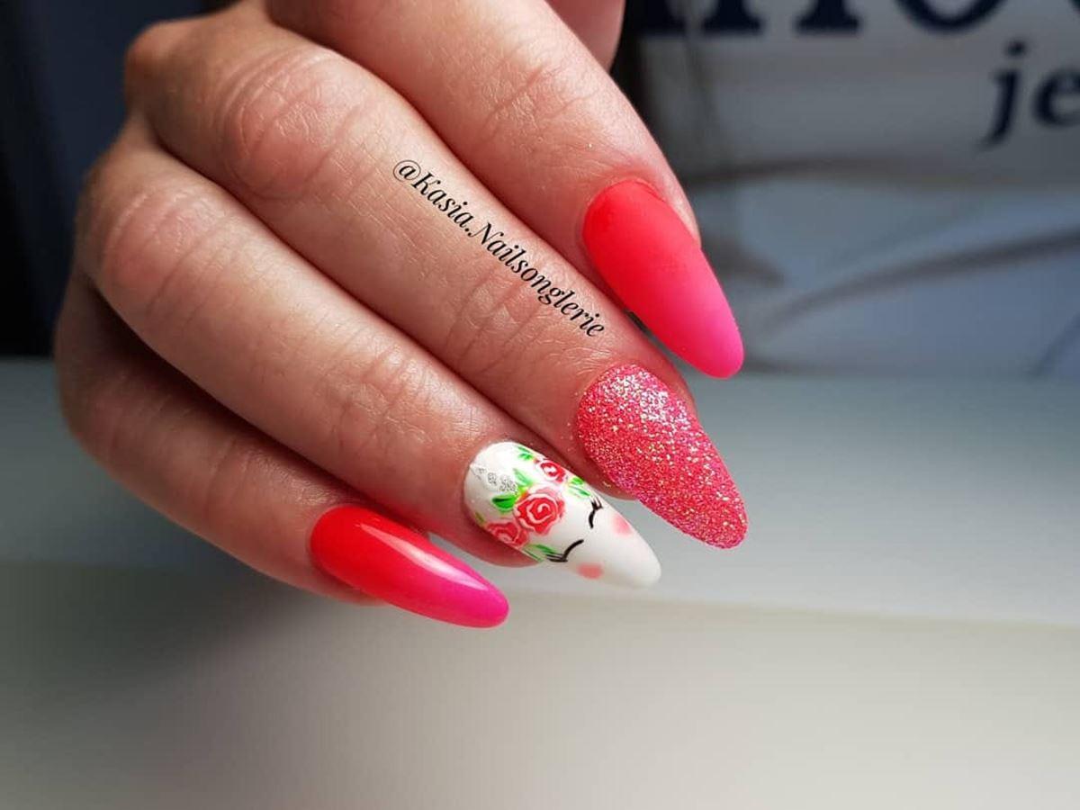paznokcie z jednorożcem