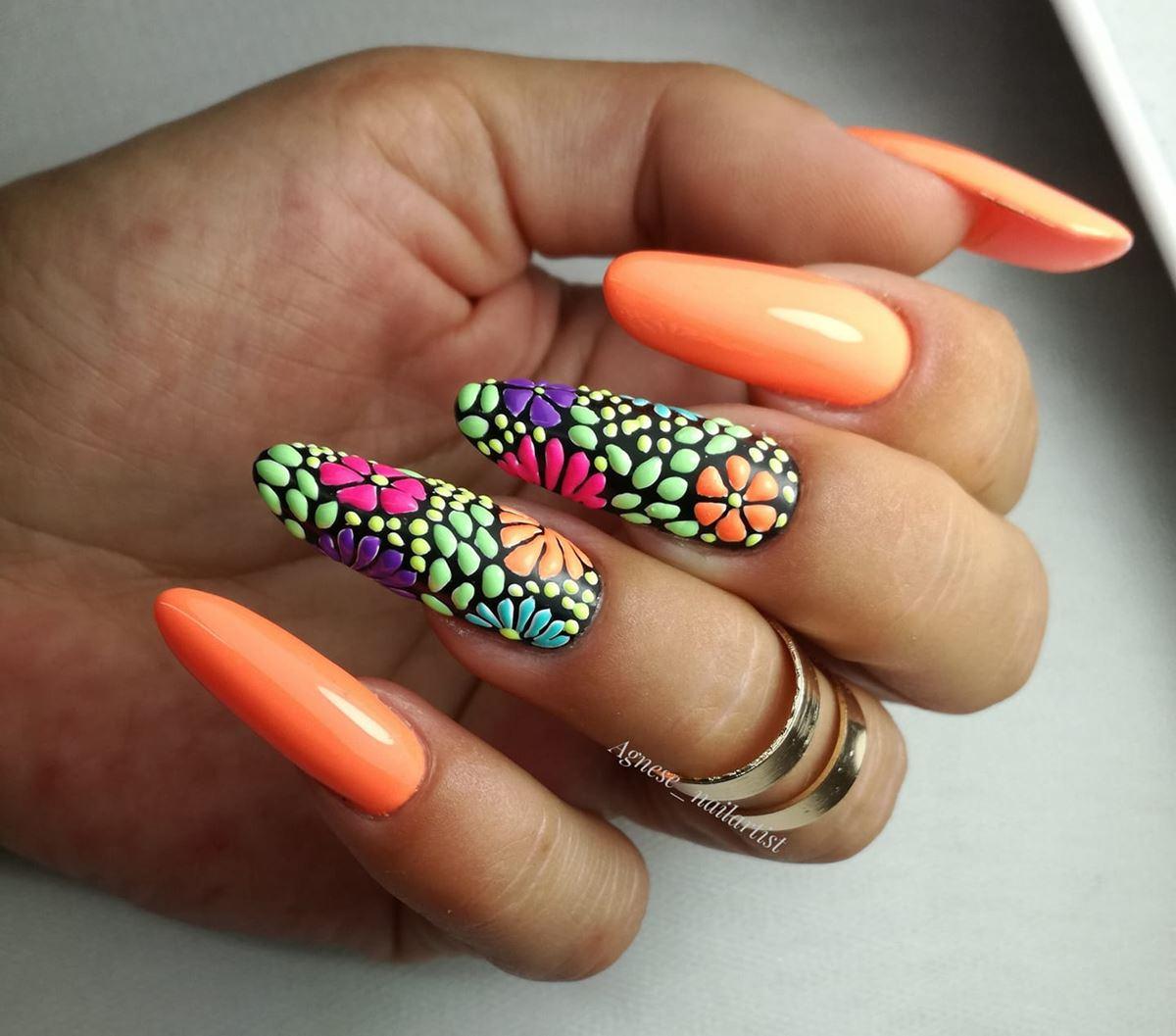 pomarańcz neonowy na paznokciach