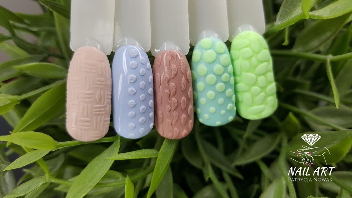 zdjęcia paznokci ze sweterkiem