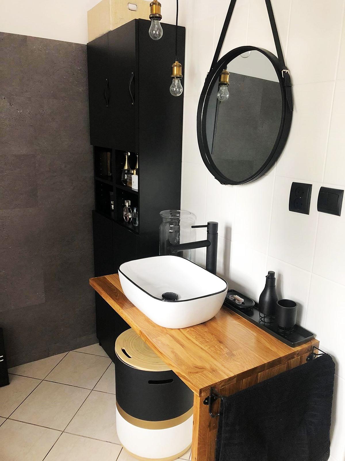 czarno biała łazienka