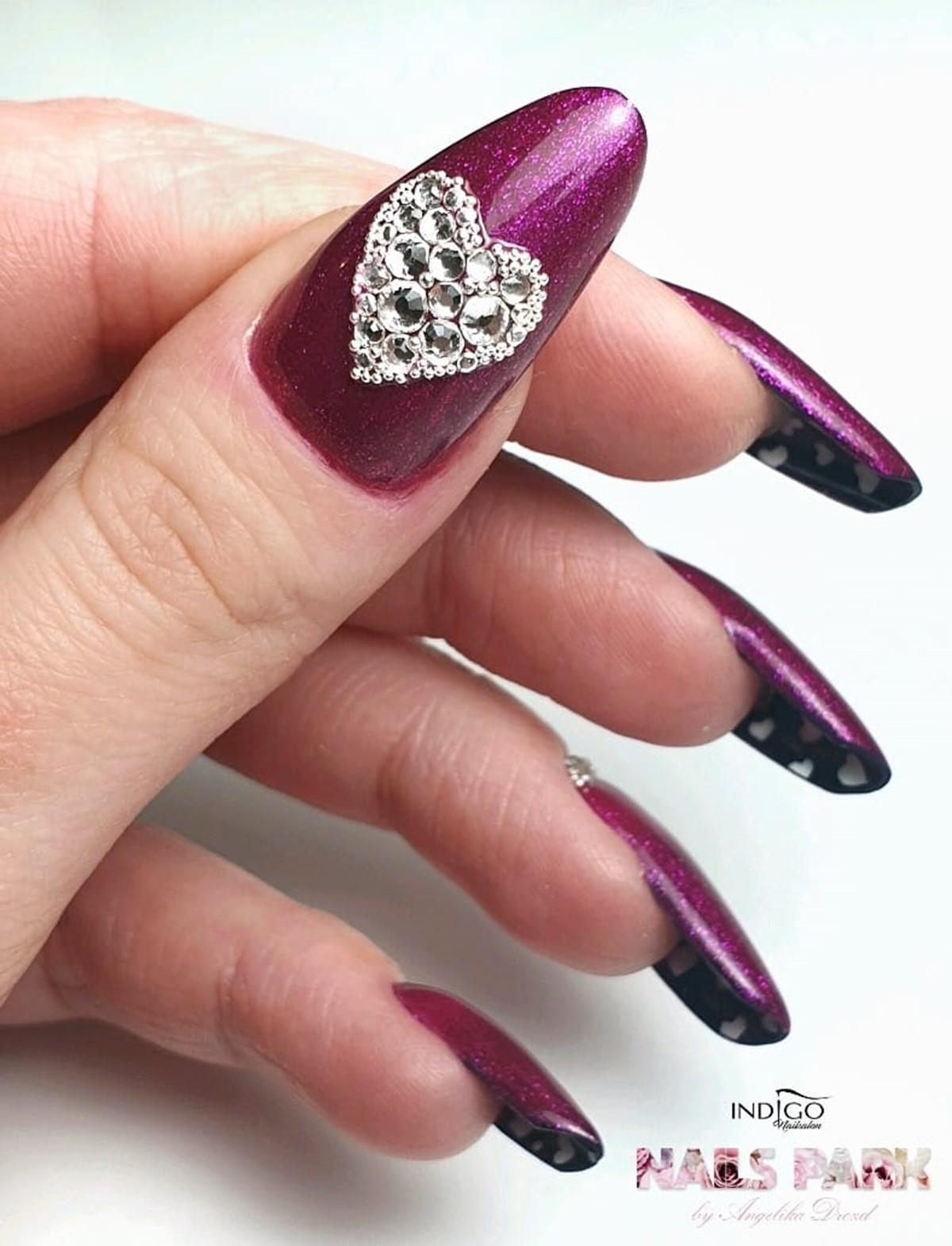 paznokcie z cyrkoniami