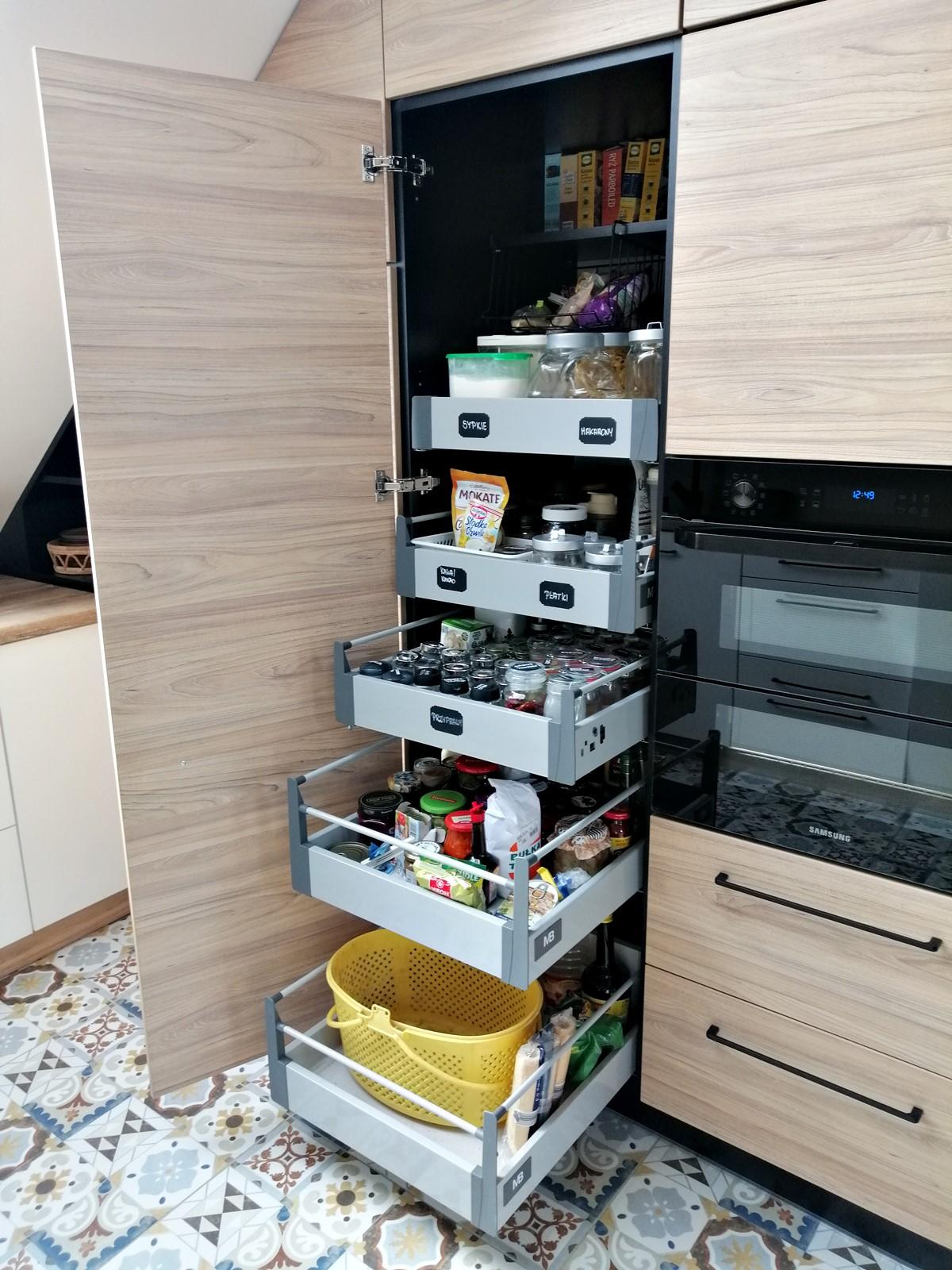 szuflady w kuchni jak zorganizować