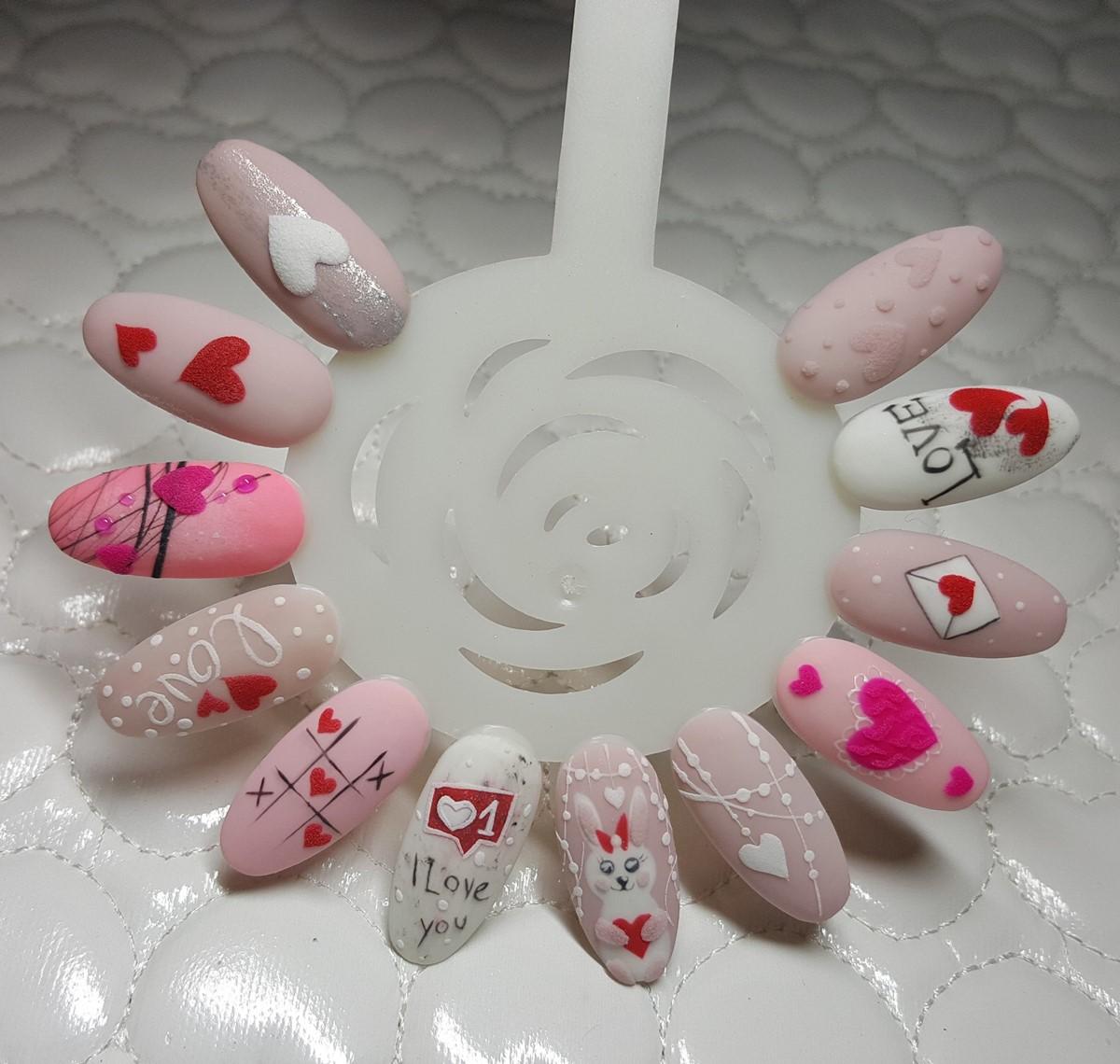 wzorki na walentynki na paznokciach